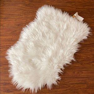 Cosmoliving Faux Fur Rug